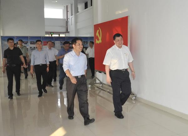 佛山市委常委、南海区委书记黄志豪带队到我校开展走访调研