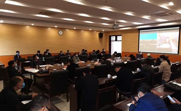 学校组织集中观看全省教育系统疫情防控视频工作会议并召开疫情防控工作领导小组第三次工作会议