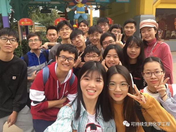 食品学院曹诗林博士带领的首批学生科研团队全部考上重点大学研究生