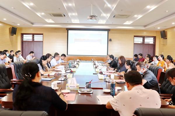 澳门新葡新京官方网站召开特聘青年研究员座谈会