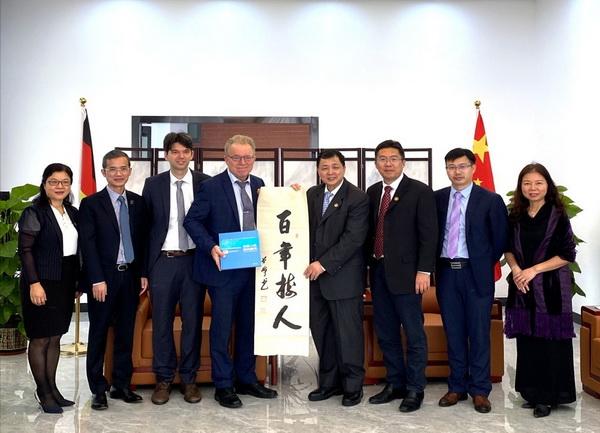 德意志联邦共和国驻广州总领事馆总领事冯马丁一行到访我校