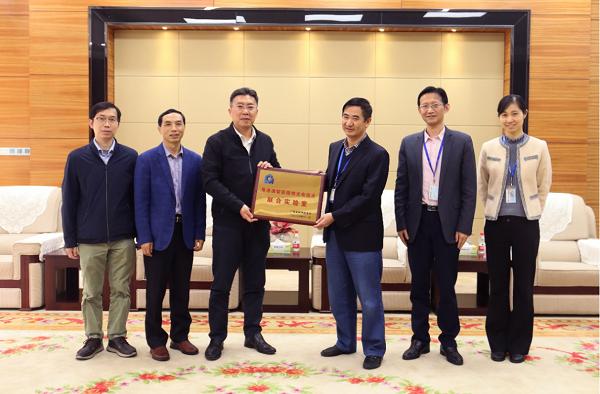 郝志峰校长带队赴国星光电公司推进粤港澳联合实验室共建