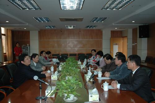 我校校友美国普渡大学终身教授郭培宣博士与母校磋商科研合作事宜