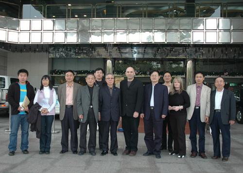 中外艺术家代表团访问我校